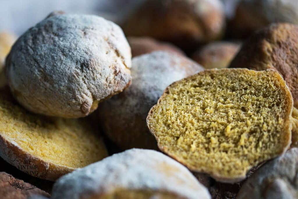 breadrolls from juice pulp